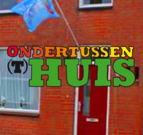 ONDERTUSSEN (T)HUIS